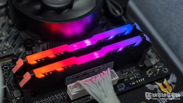 HP DDR4-3200 CL16 V8 RGB 튜닝메모리