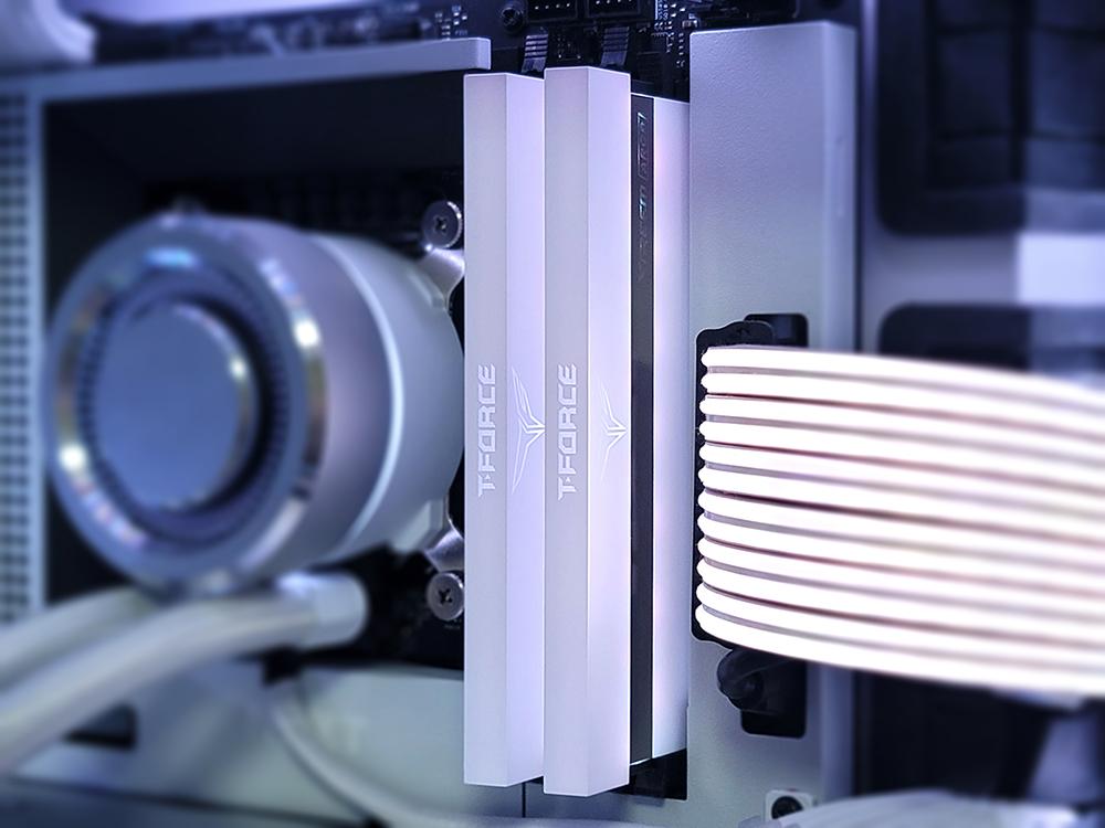 팀그룹 T-FORCE XTREEM ARGB 화이트 DDR4-3200 게이밍램
